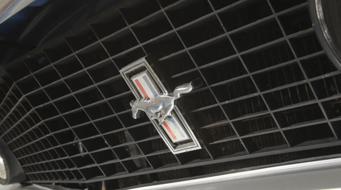 Ford Mustang Boss 302, Kühlergrill, Emblem