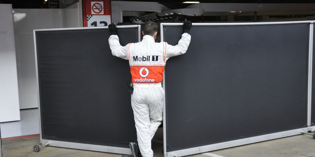 Formel 1-Test, Barcelona, 02.03.2012, Mechaniker, McLaren