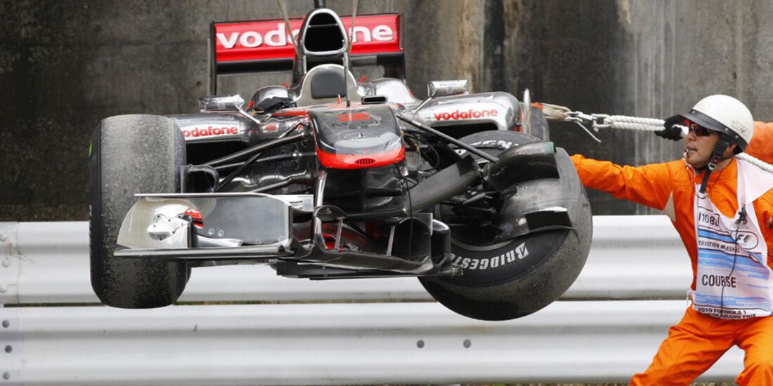 GP Japan 2010 Lewis Hamilton Crash