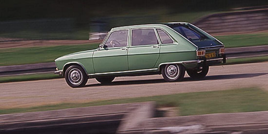 Grüner Renault 16 in Fahrt