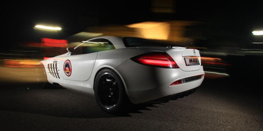 Highspeed-Test, Nardo, ams1511, 391km/h, MKB Mercedes SLR McLaren, Seitenansicht, Nacht
