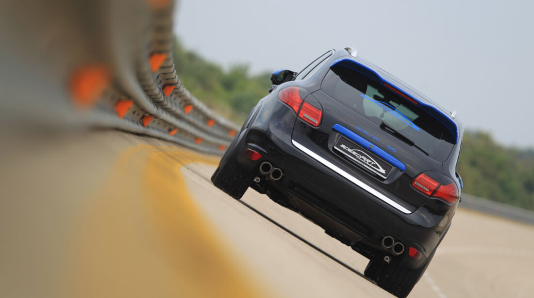 Highspeed-Test, Nardo, ams1511, 391km/h, Speedart Porsche Cayenne Turbo, Rückansicht, Heck, Steilkurve