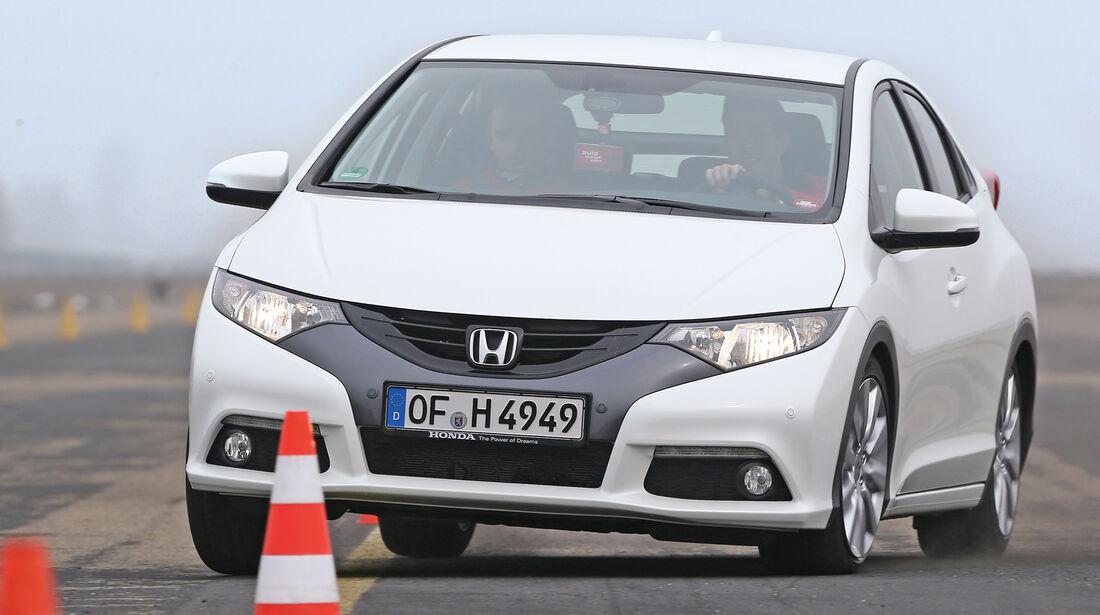 Honda Civic 1.8 i-VTEC Sport, Frontansicht, Slalom
