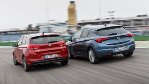 Hyundai i30 1.0 T-GDI, Opel Astra 1.4 DI Turbo, Heckansicht