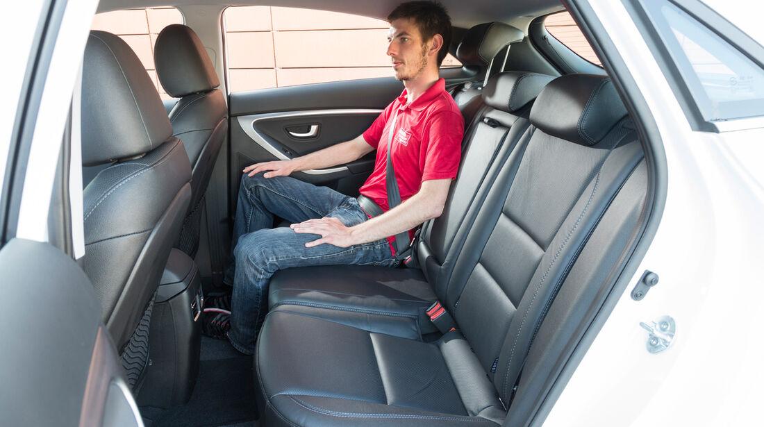 Hyundai i30 1.6 GDi, Rücksitz, Beinfreiheit