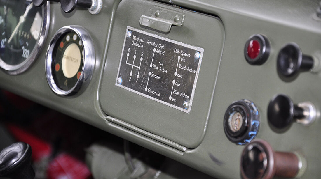 IFA P3 - Plakette mit Gangschema und Verteilergetriebe