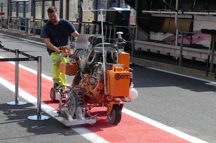 https://imgr3.auto-motor-und-sport.de/Impressionen-GP-Belgien-Spa-Francorchamps-Formel-1-23-August-2017-fotoshowBig-6d79afc5-1113003.jpg