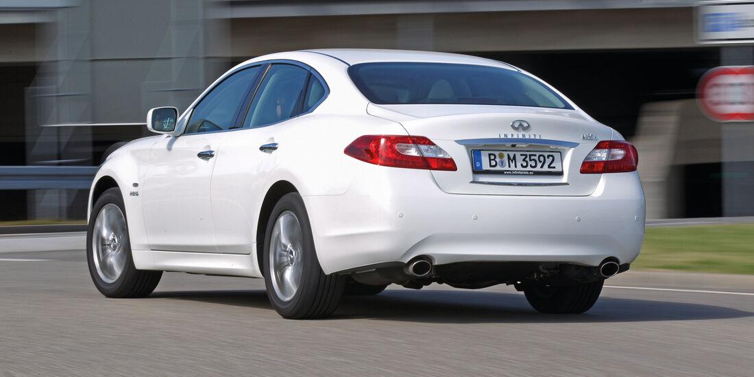 Infiniti M35h GT Premium, Heckansicht