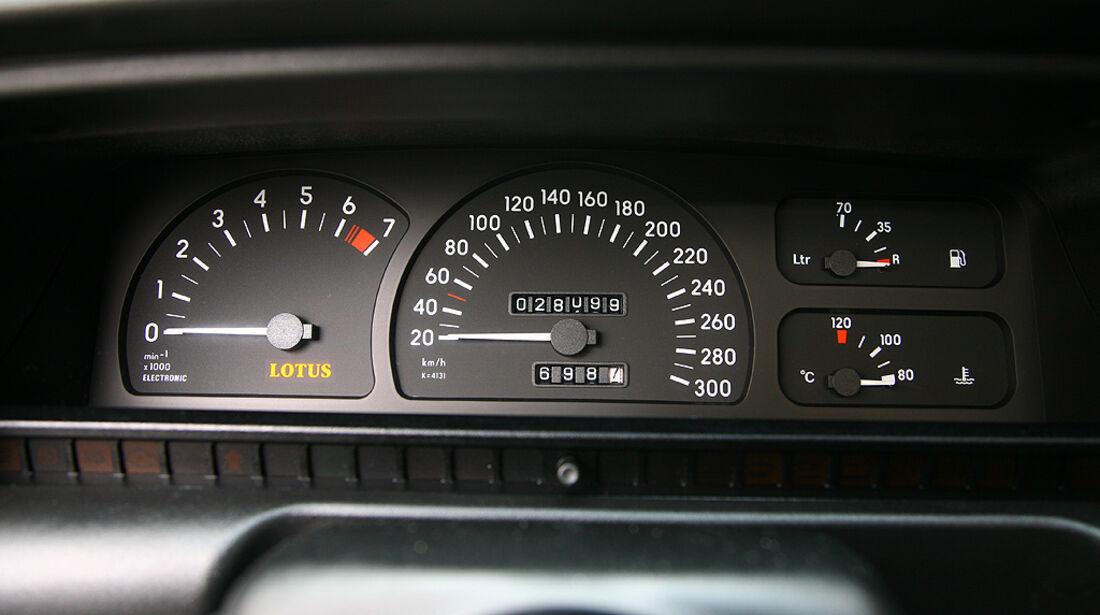 Instrumente des Opel Lotus Omega