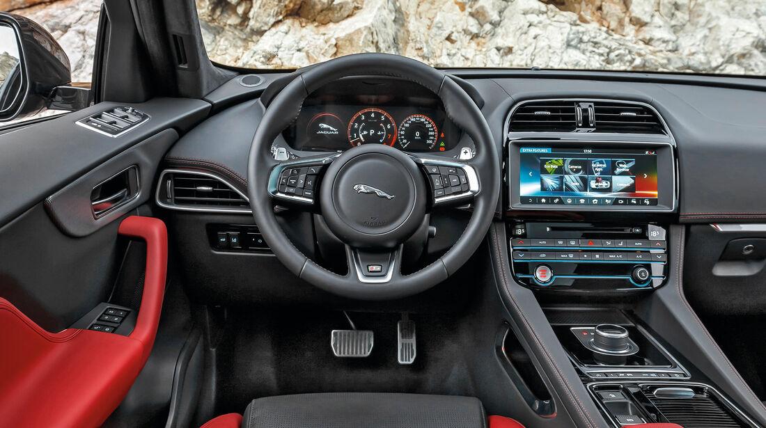 Jaguar F-Pace S, Cockpit