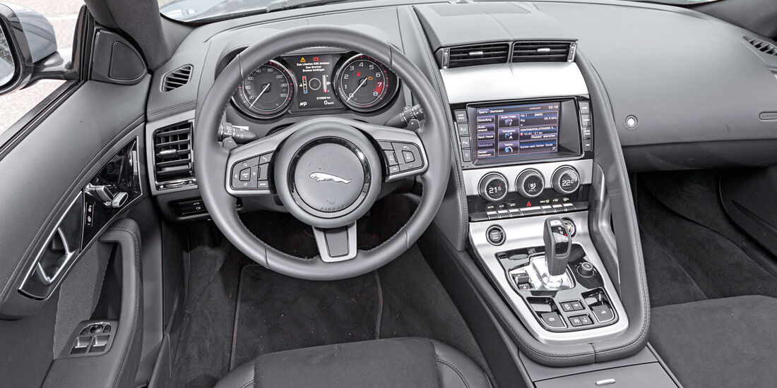 Jaguar F-Type, Cockpit