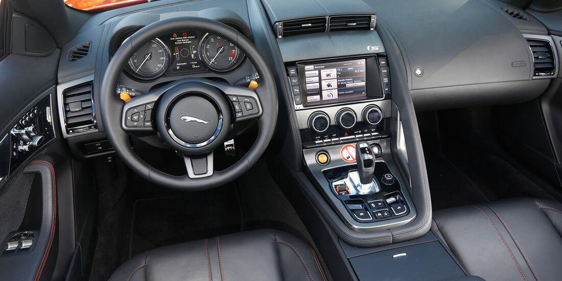 Jaguar F-Type V8 S, Cockpit