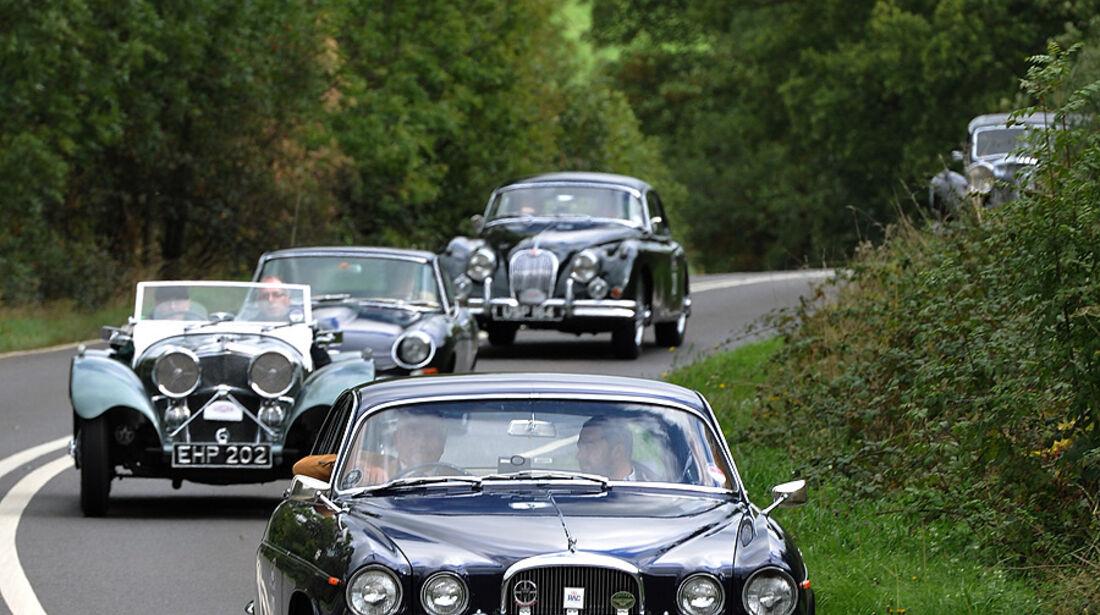 Jaguar Mk X vor SS 100, E-Type, Mk II und Mark V