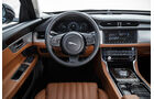 Jaguar XF, Interieur