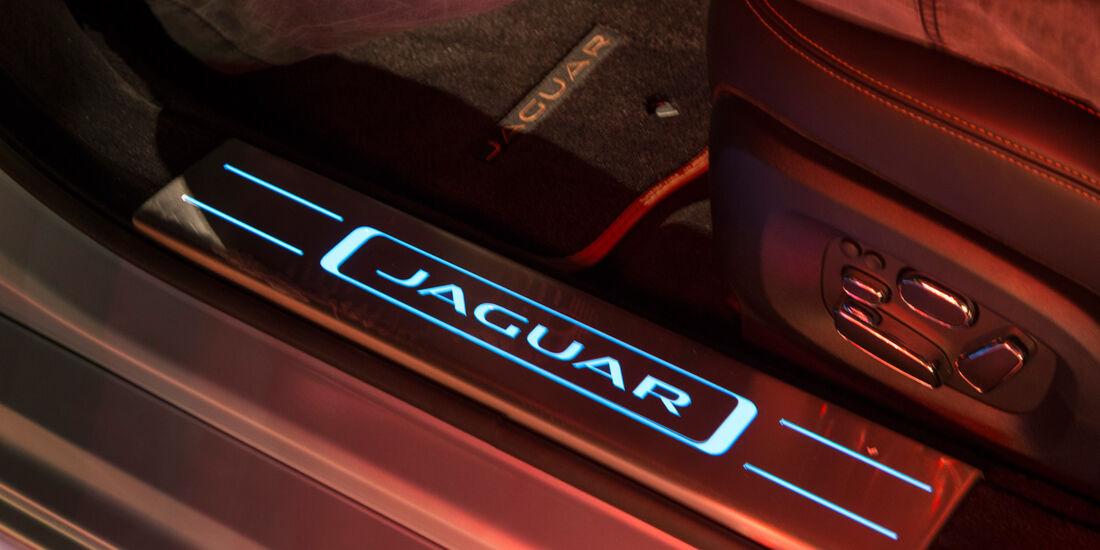 Jaguar XJR, Fußleiste