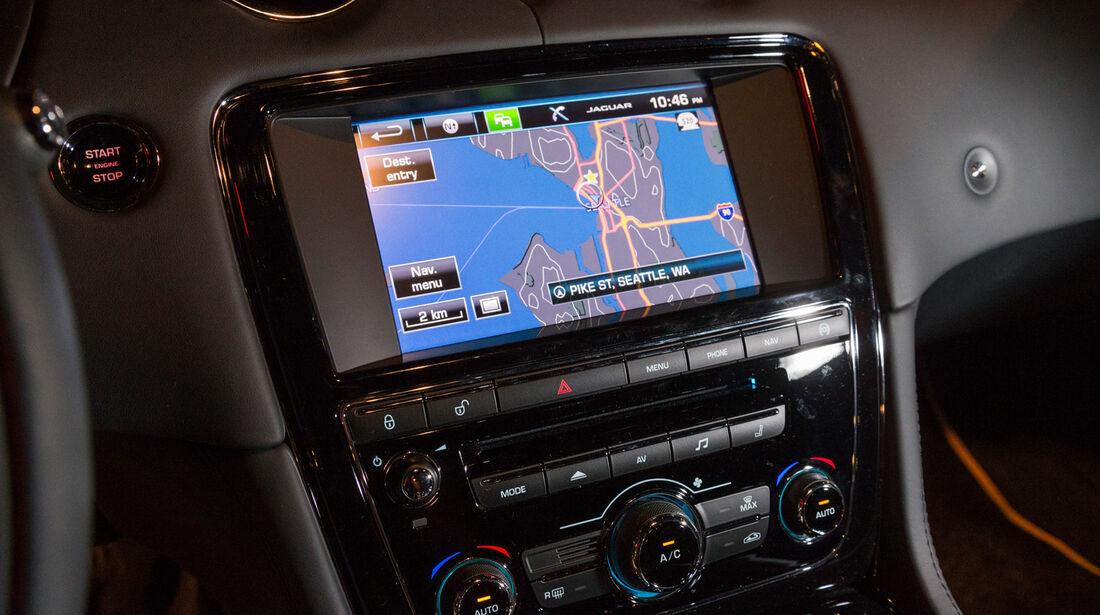 Jaguar XJR, Navi, Bildschirm