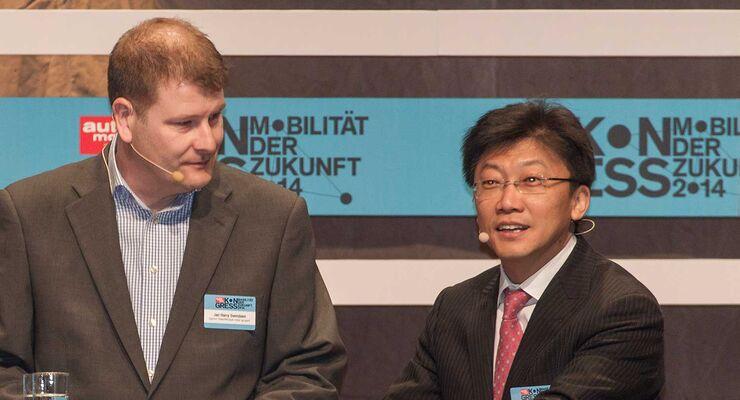 Jan Harry Svendsen, Chefredakteur von auto motor og sport (Norwegen), und Wu Zheng, Herausgeber von auto motor und sport China