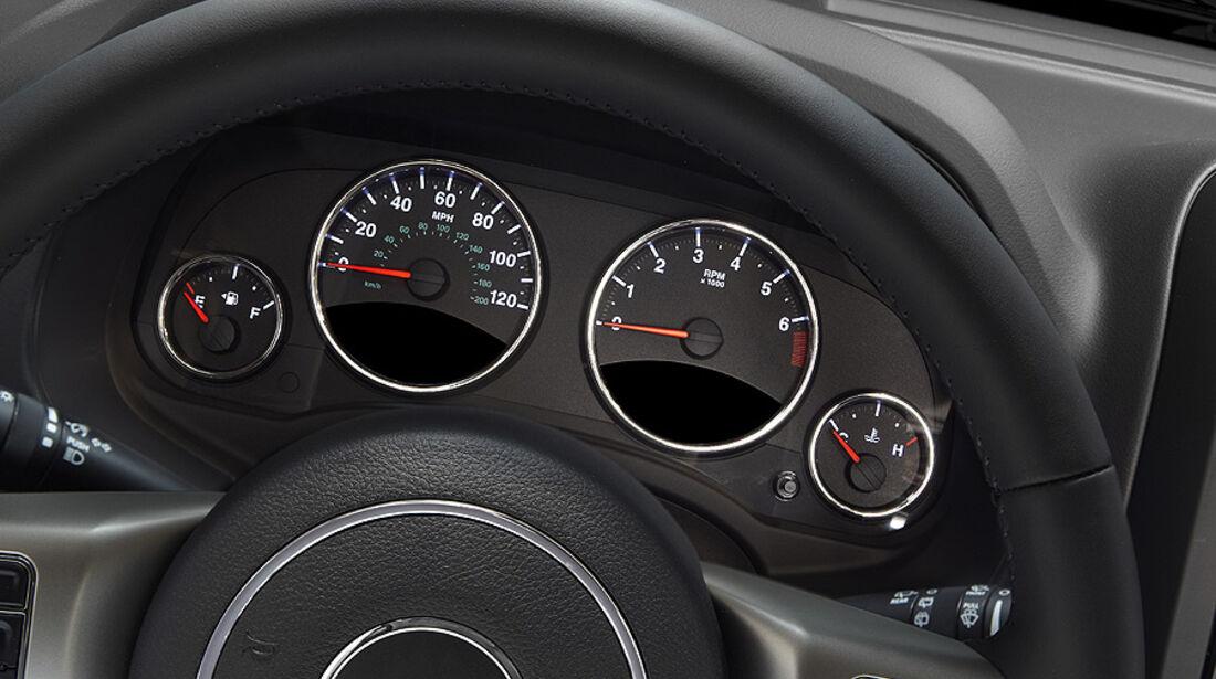 Jeep Compass Modelljahr 2011, Innenraum, tacho, instrumente