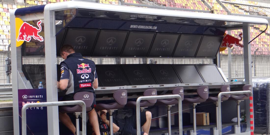 Kommandostand Red Bull - Formel 1 - GP China - 11. April 2013