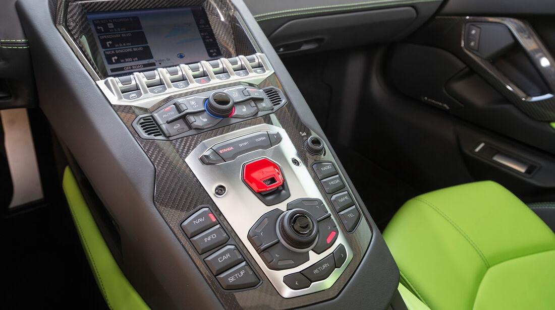 Lamborghini Aventador LP 700-4 Roadster, Bedienelemente, Mittelkonsole
