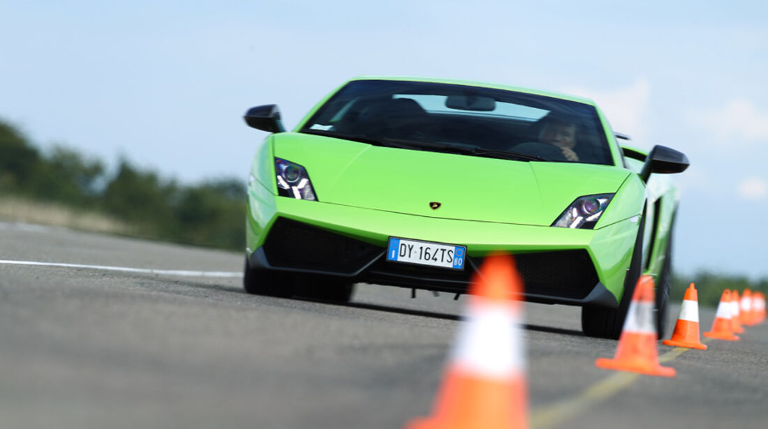 Lamborghini Gallardo LP 570-4 Superleggera, Frontansicht, Slalom