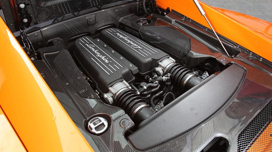 Lamborghini Gallardo LP 570-4 Superleggera Motorraum mit V10