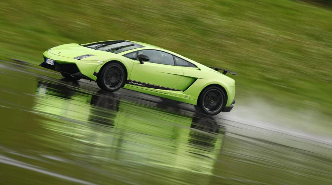 Lamborghini Gallardo LP 570-4 Superleggera, Seitenansicht, Regenstrecke