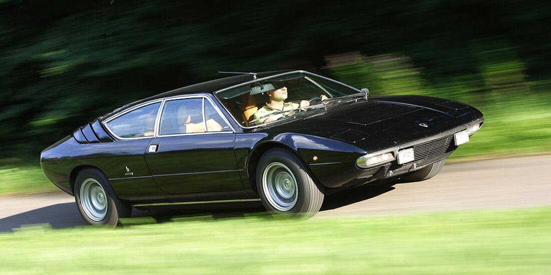 Lamborghini Urraco P 300 in Fahrt - seitlich von vorne