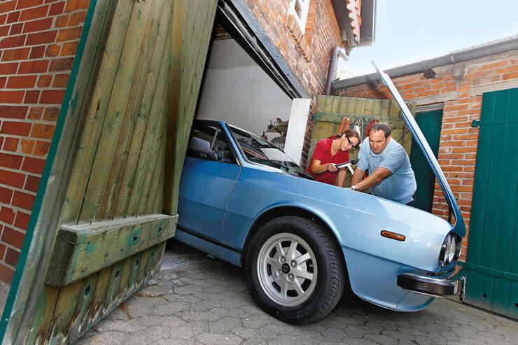 Lancia Beta Spider, Motorhaube, Annette und Andreas Fessler
