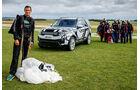 Land Rover Discovery Bear Grylls Fallschirmsprung (2016)