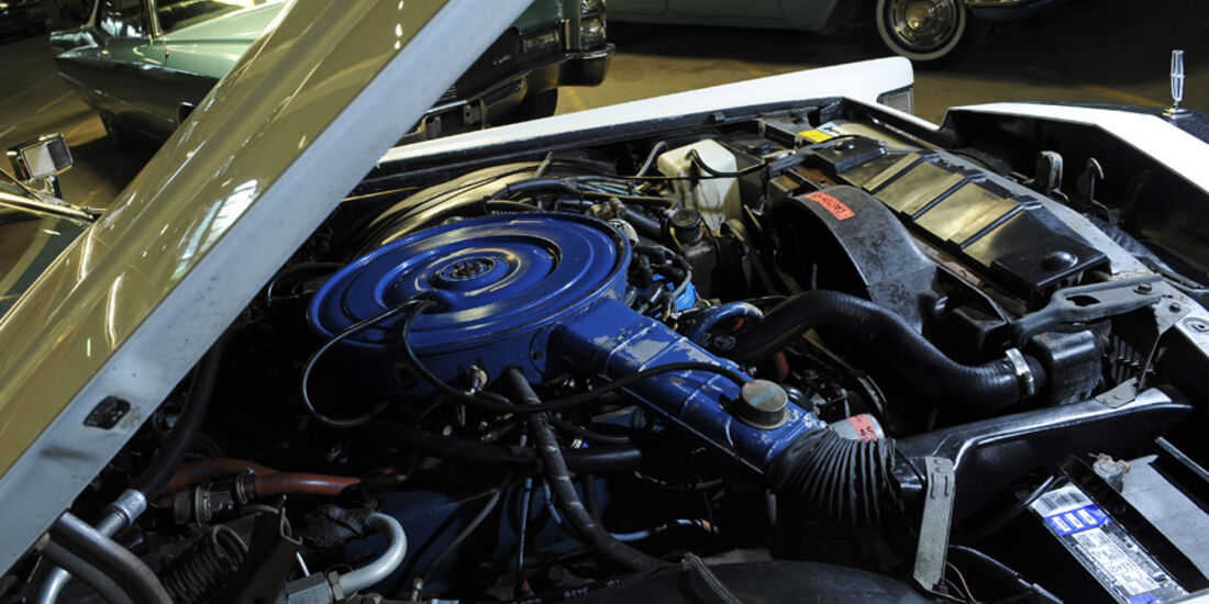 Lincoln Continental Mark V, Detail, Motorraum