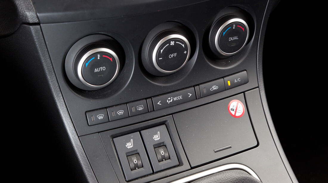 Mazda 3 2.2 MRZ-CD, Mittelkonsole