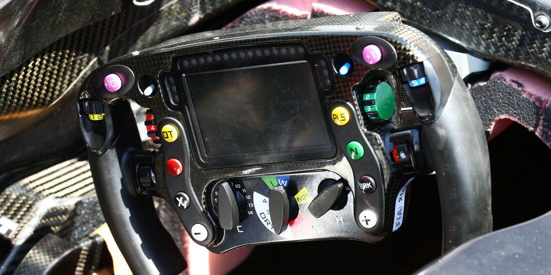 McLaren - Lenkrad - Formel 1 - Technik - GP Bahrain 2016