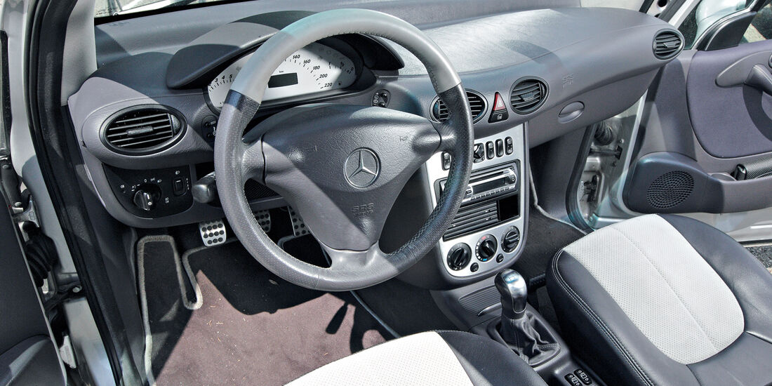 Mercedes A 210, Cockpit