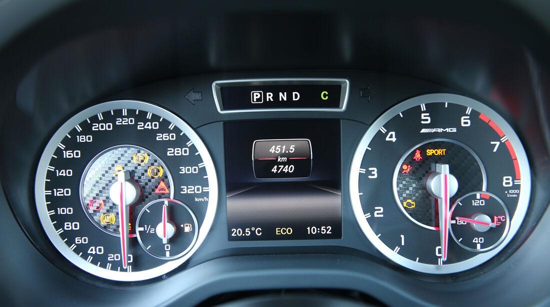 Mercedes A 45 AMG, Rundinstrumente