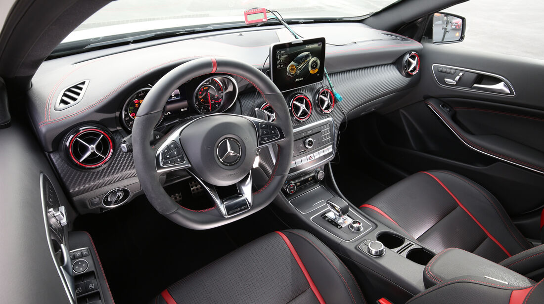 Mercedes-AMG A 45 4Matic, Cockpit