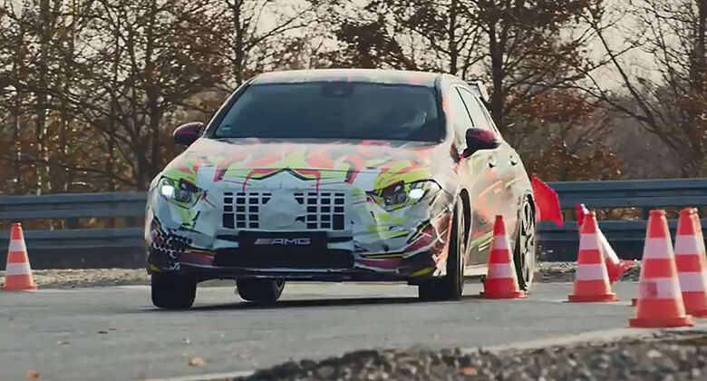 Mercedes-AMG A45 Weihnachtsdrift