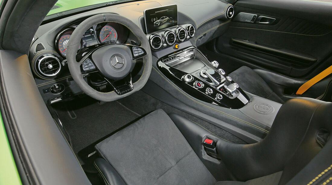 Mercedes-AMG GT R, Cockpit