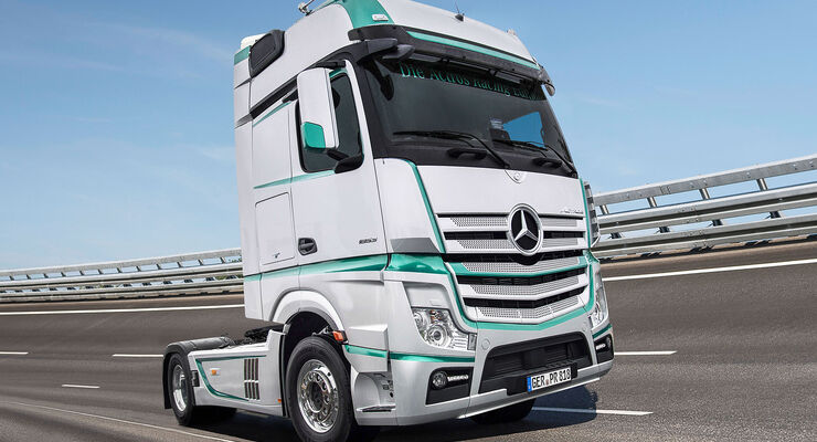 mercedes actros racing edition zugmaschine im silberpfeil. Black Bedroom Furniture Sets. Home Design Ideas