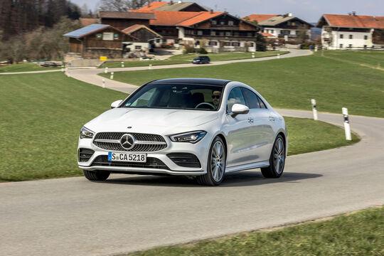 Mercedes Benz CLA 220, Front