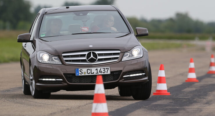 Mercedes C 180, Frontansicht, Slalom