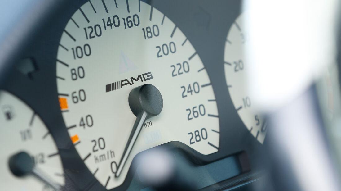 Mercedes C 43 AMG, Rundinstrumente