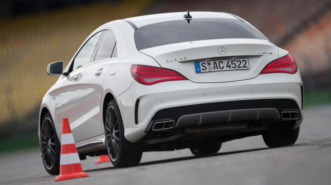 Mercedes CLA 45 AMG, Heckansicht, Slalom