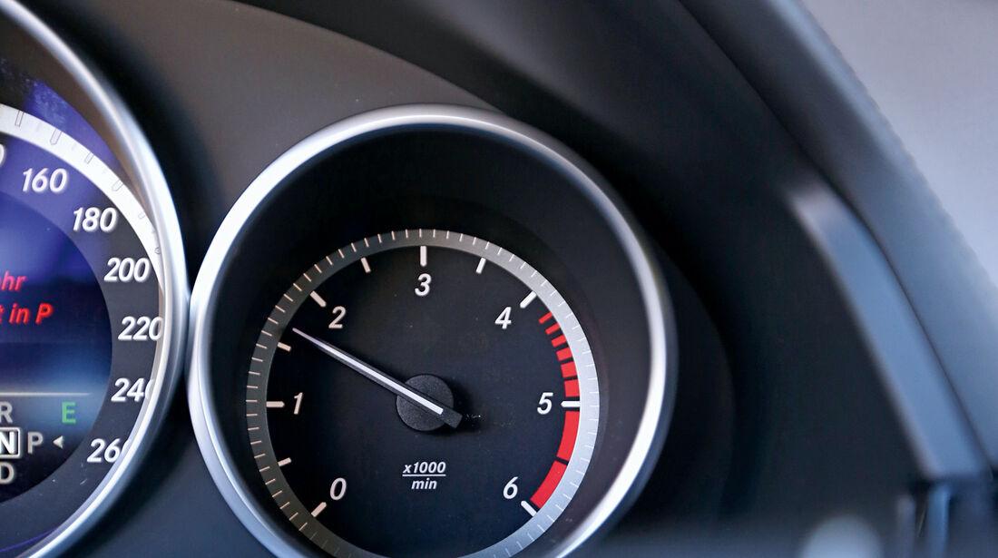 Mercedes E 220 Bluetec T, Rundinstrument