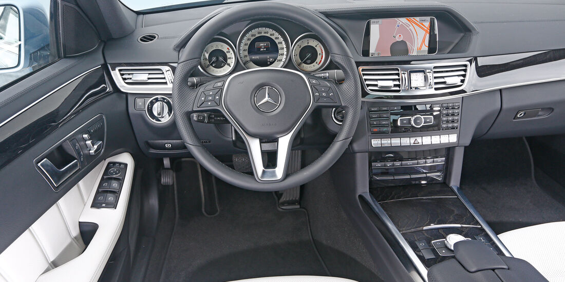 Mercedes E 350 Bluetec, Cockpit