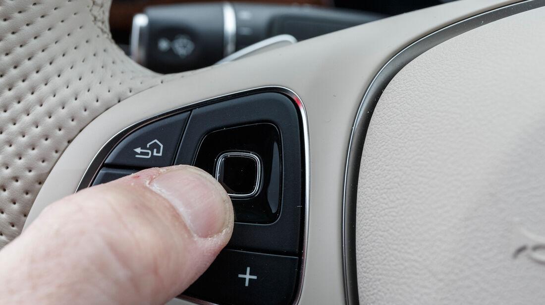 Mercedes E 350 d, Bedienelemente