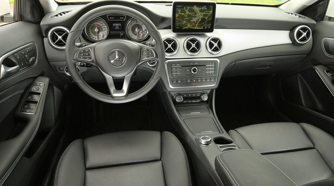 Mercedes GLA, Cockpit