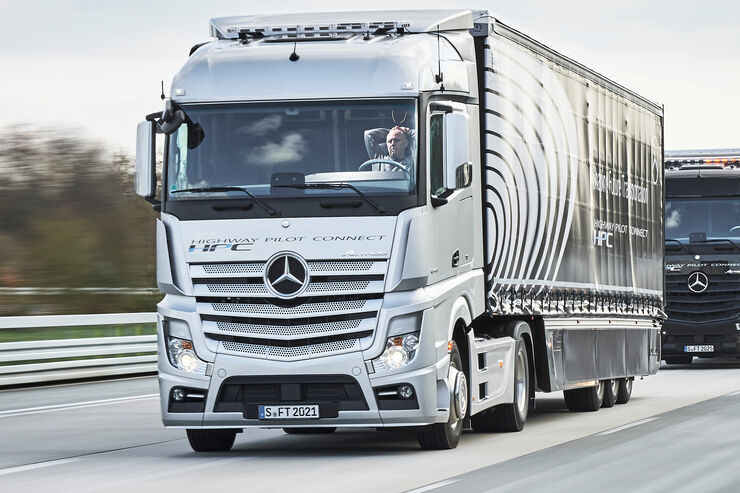 mercedes trucks vernetzt und autonom lkw der zukunft. Black Bedroom Furniture Sets. Home Design Ideas