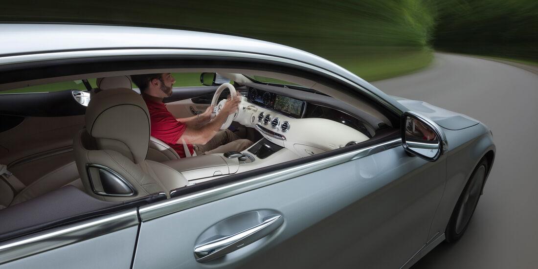 Mercedes S 500 4Matic Coupé, Seitenansicht, Cockpit