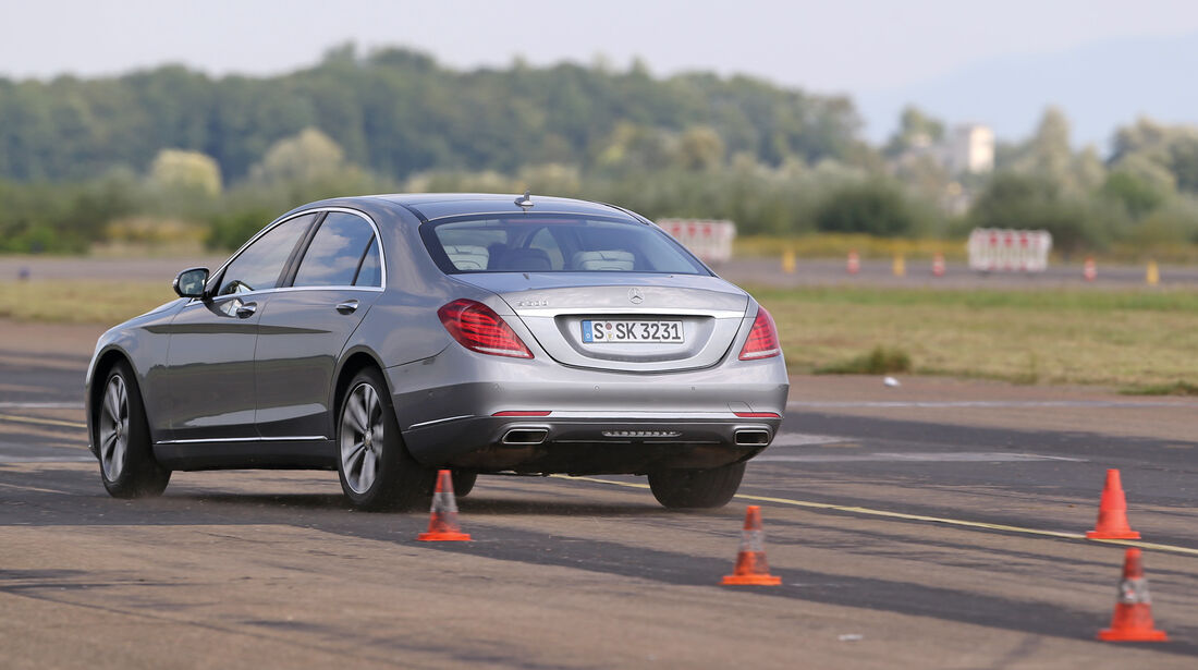 Mercedes S 500 L, Heckansicht, Slalom